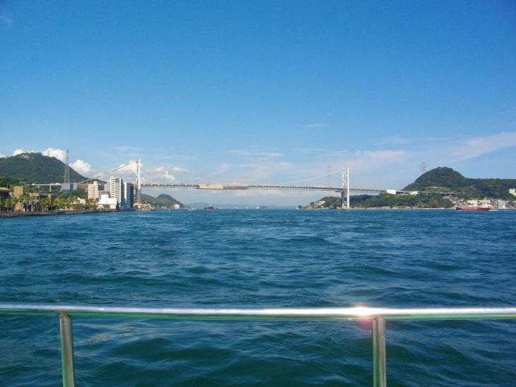 船より望む関門橋