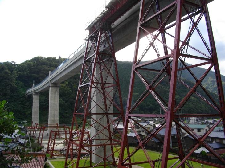 下から見る余部橋梁